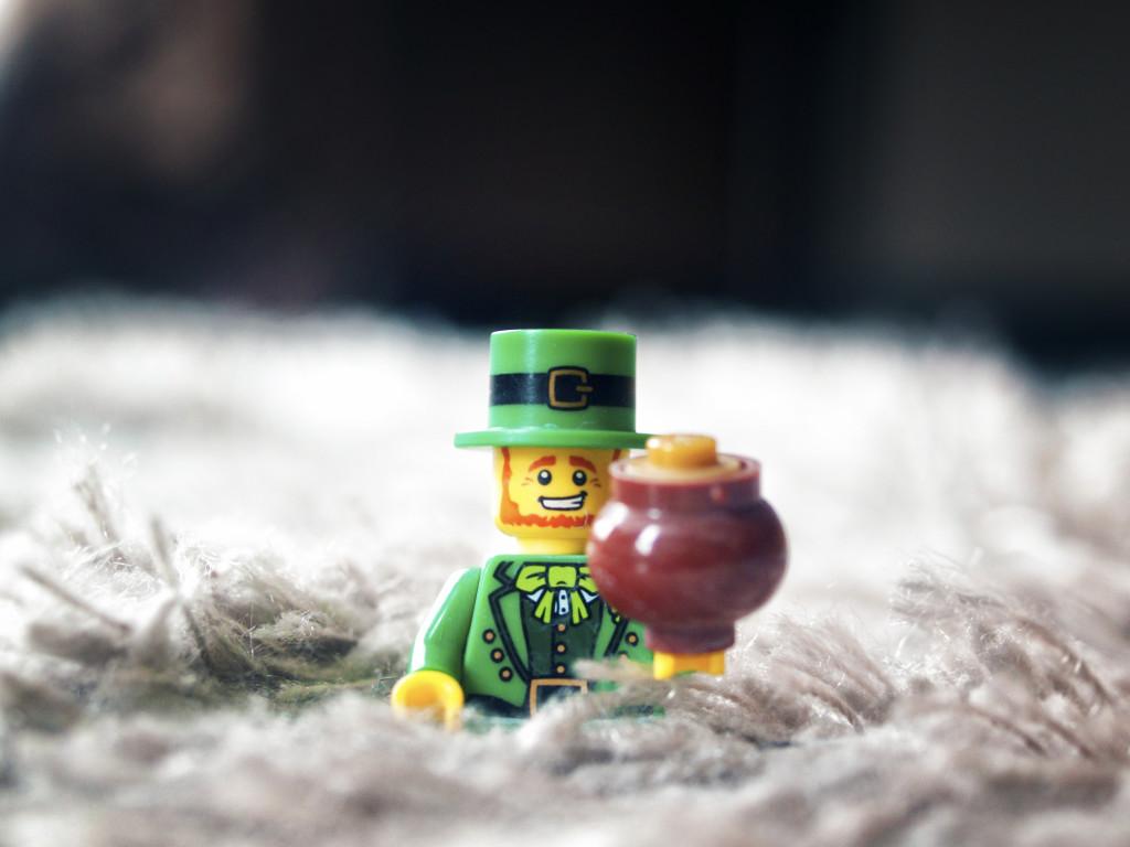 Figurine représentant un leprechaun, petite créature humanoïde de la culture irlandaise.