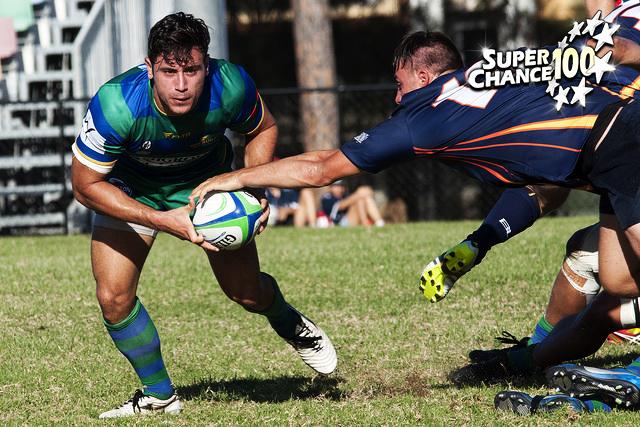 Photographie de joueurs de rugby se disputant le ballon.