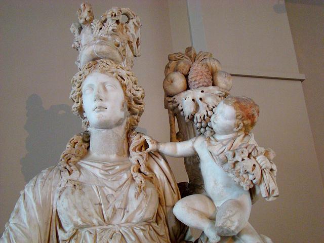 Statue de la déesse Tyché ou Fortuna.