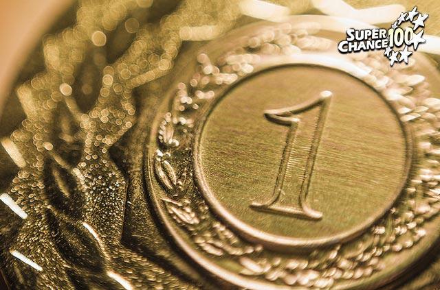 Photographie d'une médaille en or.