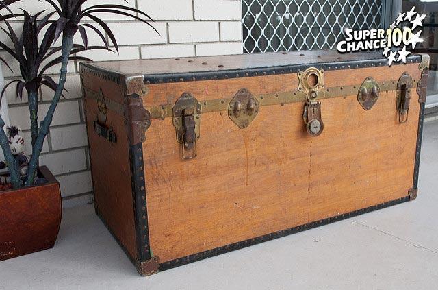 Photographie d'un coffre en bois.