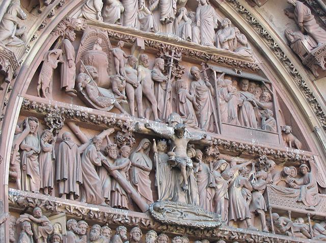 Détail des fresques sur la façade de la cathédrale de Strasbourg.