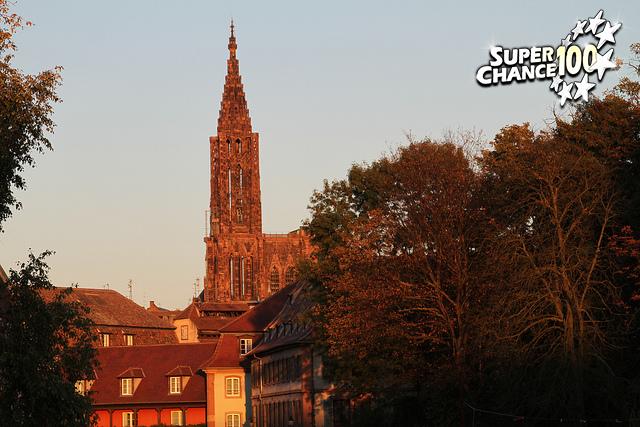 Coucher de soleil sur la cathédrale de Strasbourg.