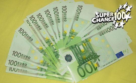 Un éventail de billets de 100 euros.