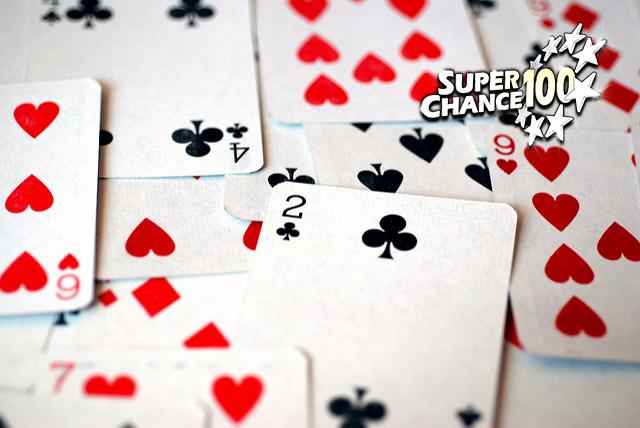 Tas de cartes à jouer pour jouer à la bataille.