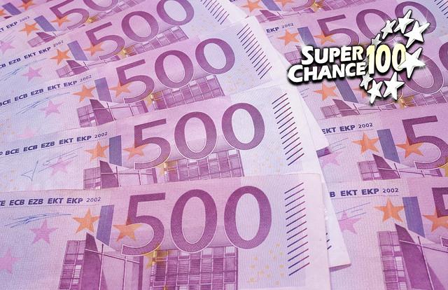 Photographie d'un tas de billets de 500 euros.