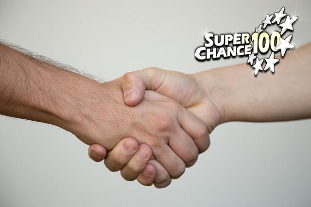 Photographie d'une poignée de main pour symboliser la confiance.