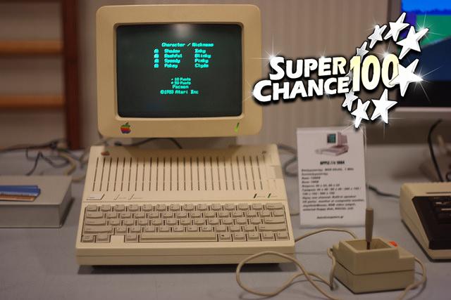 Photographie d'un Mac première génération.