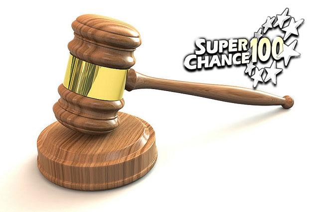 Marteau de tribunal utilisé par les juges pour rendre un verdict.
