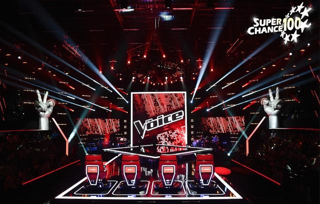 """Plateau de lu télé-crochet """"The voice"""" avec le logo SuperChance100"""