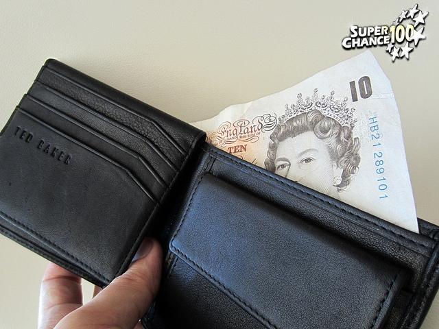 Porte-monnaie contenant 10 livres sterling
