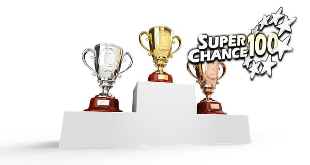 Podium avec trois trophées représentant les meilleurs cagnottes de l'Euro Millions.