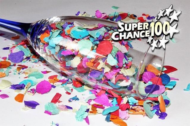 Un coupe de champagne remplie de confettis pour célébrer la victoire de la France à l'Euro Millions.