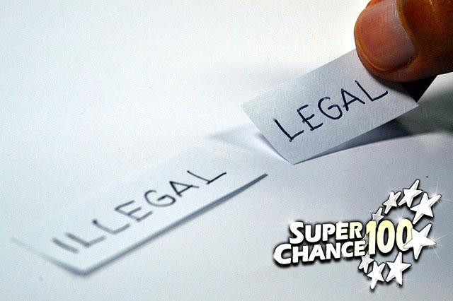 """Petits bouts de papier sur lesquels sont écrits les mots """"illégal"""" et """"légal""""."""