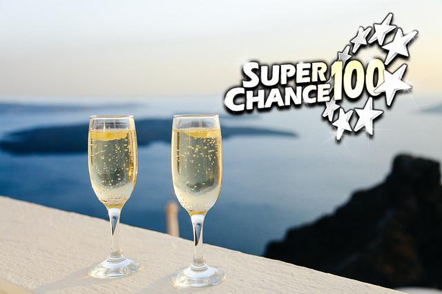 Deux verres de champagne pour célébrer deux victoires à l'EuroMillions.