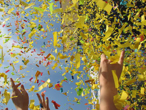Des confettis pour un gain à la loterie.