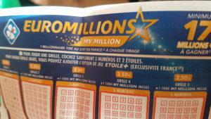 Gros plan sur une grille d'EuroMillions.