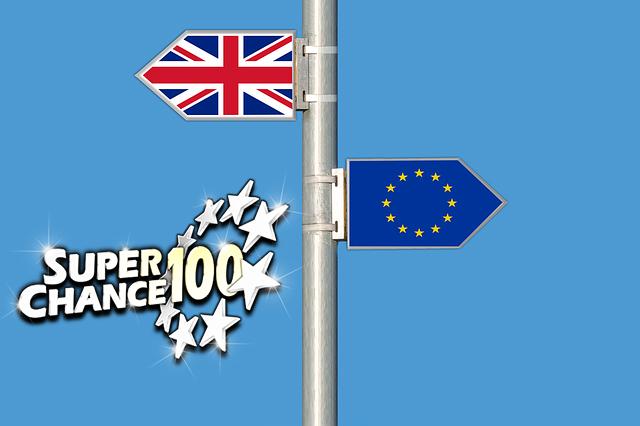Panneaux de signalisation indiquant vers le Royaume-Uni ou vers l'Union européenne.